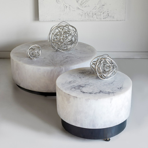 resin_round_table